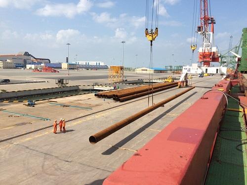 Cọc ống thép tại cảng